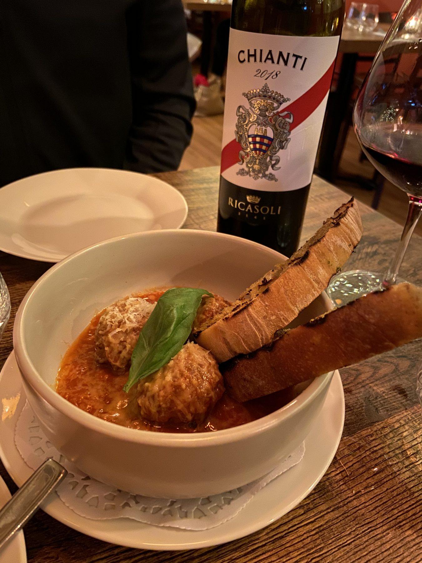 Puglia restaurant Kingsland Chianti Wine & Meatballs